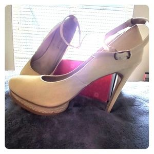 Off White Heels With Rope Trim Size 11